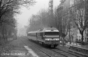 Ici une CC72000 avec 2 rames corail au niveau de la gare du bel-air !!-1992