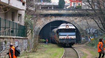 Le train spécial du 18 janvier 2012 en gare de Vaugirard, à proximité de la porte de Versailles. Le train entre dans le tunnel de Vaugirard et se dirige vers l'EST.