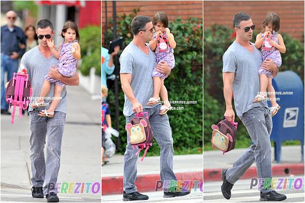 17/10/2012 - Freddie Prinze Junior à enfin accompagné sa fille Charlotte-Grace vers le chemin de l'école.