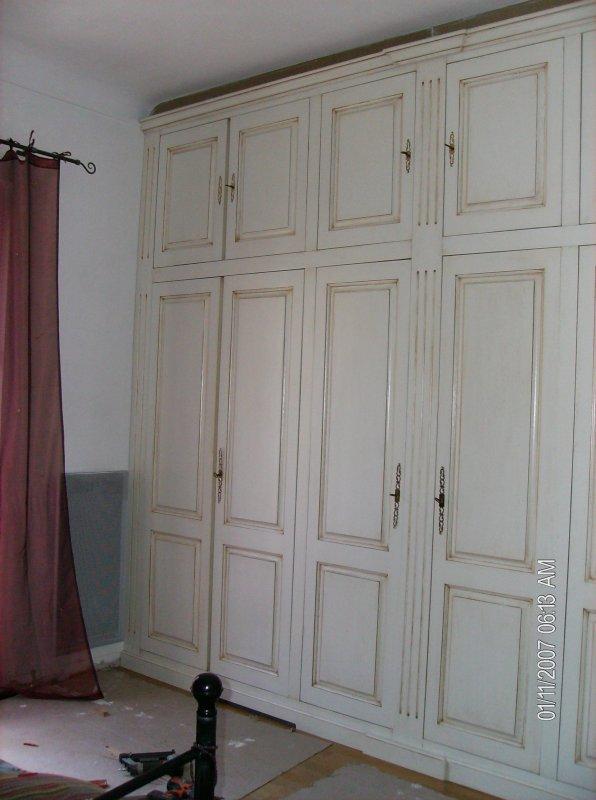 Lits chevets et placard peinture aux meubles for Peinture placard