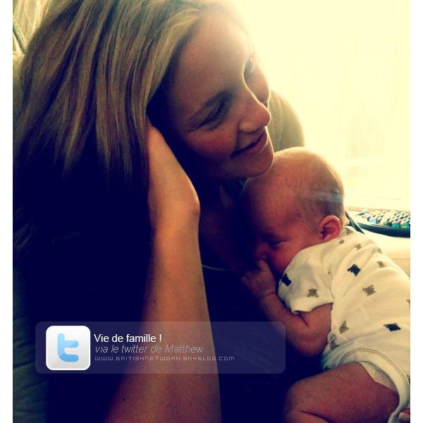 Matthew Bellamy dévoile une photo de son fils via Twitter.