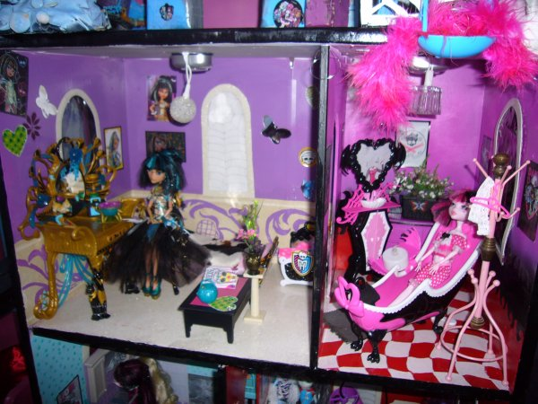 maison monster high vue d ensemble chambre salle de bain creation de meuble pour monster high. Black Bedroom Furniture Sets. Home Design Ideas