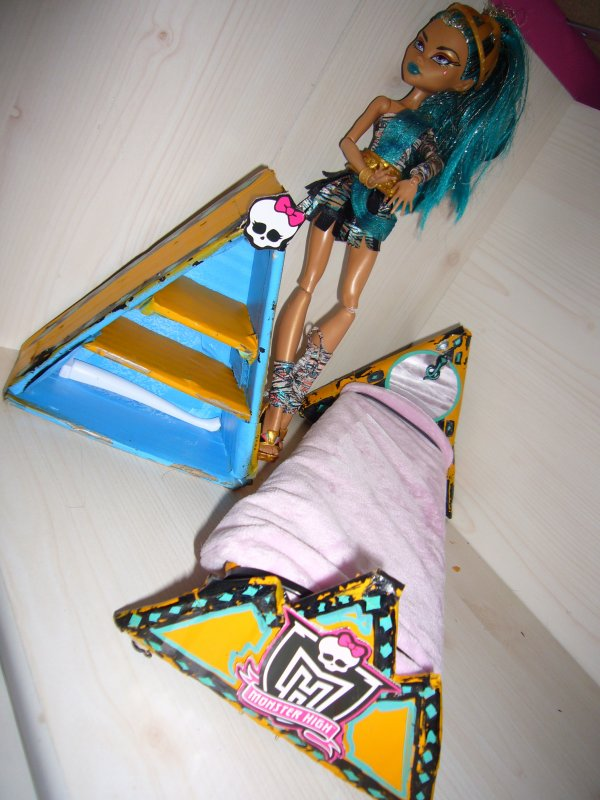 lit de cleo colori 2 etagere creation de meuble pour monster high. Black Bedroom Furniture Sets. Home Design Ideas