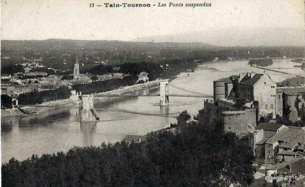 vue sur le chateau et les deux ponts