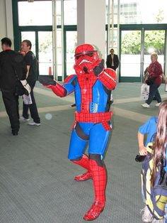Cosplay d'un Stormtrooper en Spider-Man