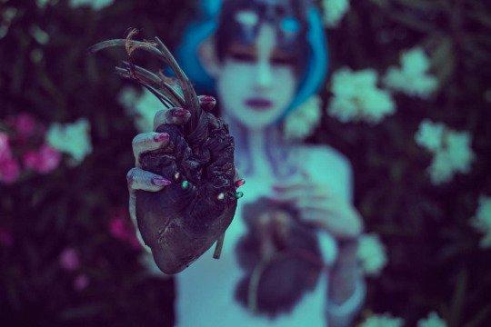 Ne joue pas avec mon coeur ou je jouerais avec le tiens (Moi)