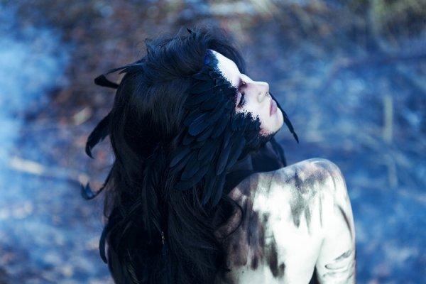 Dès fois nous sommes comme les oiseaux nous ne savons plus voler....Nous perdons nos plumes.....Dans certains contextes de la vie de tous les jours....(Moi)