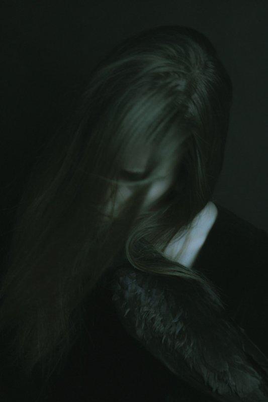 Le sombre nous englobe partiellement de temps en temps (Moi)