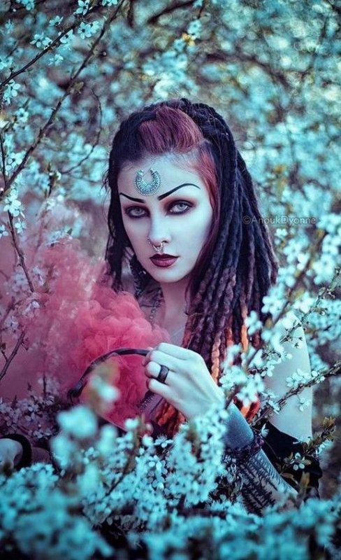 Pour être irremplaçable, il faut être différent....(Coco Chanel)
