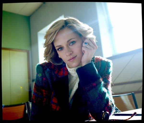 """Premères photos promotionnelles de """"SPENCER"""" ... Kristen dans le rôle de Lady Diana"""