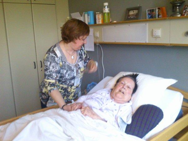 A Pâques 2013,visite à maman âgée de 87 ans au Nursing Home Saint Joseph