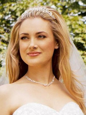 Coiffure Mariage Cheveux Longs Avec Diademe Organisatrice Mariages