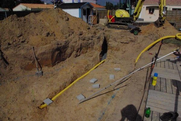Pose d 39 un drain qui va au puit de d compression piscine for Drainage piscine