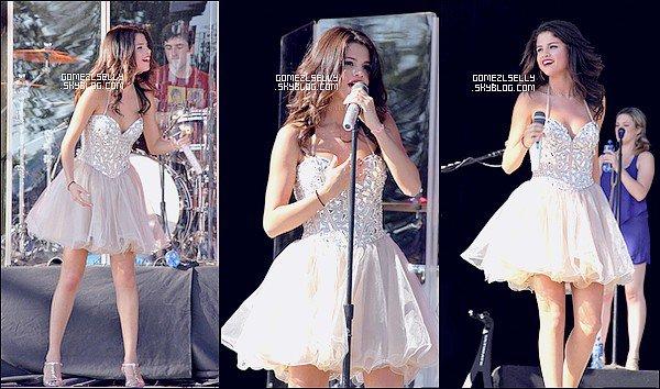 → FlashBack   Dimanche 6/11/2011  Selena a donné un consert à Salem.  Qu'en pense tu ?   J'adore sa robe ! sa lui va très bien malgré son âge je trouve que sa fait un peut petite fille ...  Top ? ( 6 ) flop? ( O )