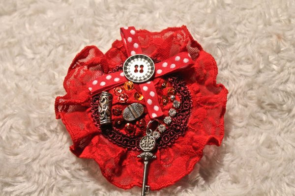 Broche / pince rouge : 15¤      ref 66