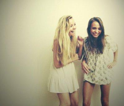 « Les amis sont les anges qui nous soulèvent lorsque nos ailes n'arrivent plus à se rappeler comment voler. »