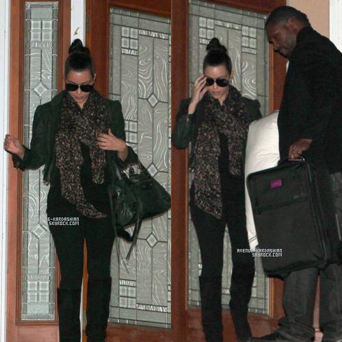 """CANDIDS 6.11.11 : Alors qu'elle n'a pas parlé à son futur ex-époux depuis l'annonce de leur divorce, Kim Kardashian viend de prendre l'avion pour rejoindre Kris Humphries dans le Minnesota. Tout juste rentrée de son voyage en Australie, Kim Kardashian a repris l'avion dans la nuit de samedi à dimanche ayux alentours de 5h30 du matin afin de rejoindre Kris Humphries dans le Minnesota. Une source a en effet confié à Us Weekly que la belle était arrivée à l'aéroport de Minneapolis-St. Paul dimanche matin. Selon TMZ, la star de 31 ans aurait pris un vol commercial en compagnie d'un ami. Depuis l'annonce du divorce, Kris tente au maximum de rester discret.Une source proche des deux stars s'est confiée à US Weekly pour mettre les choses au clair : """"Les choses se sont enchaînées si rapidement"""", raconte cette source. """"Elle voulait le voir face à face pour mettre un terme à tout ça."""" Une visite qui n'aurait donc servi qu'à confirmer leur rupture. Rien à voir avec une réconciliation ! """"Elle vit une période vraiment difficile"""", poursuit la source. """"Elle pleure la fin de cette relation qui, malgré ce que tout le monde pense, était bien réelle."""" Un discours à des kilomètres de la version d'un autre ami du couple, qui lui raconte que la visite de Kim était """"très bien"""" et que le couple """"avait une bonne compréhension de leur relation et sait que certains aspects de leur relation sont mauvais"""". Hum hum, qui croire ?"""
