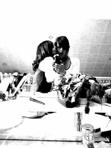 < Je respire, je touche, j'écoute, je savoure et je vois bien ton amour.. Je t'aime, toi qui me donnes un sens à ma vie entière. >