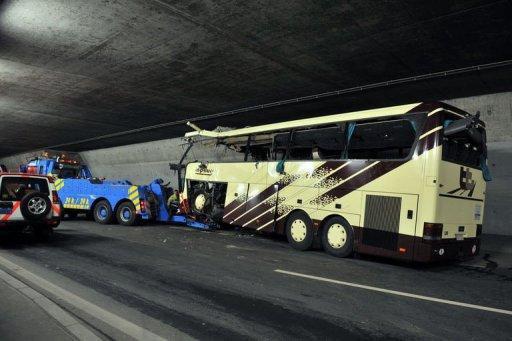 Suisse: Que sait-on de l'accident mortel de car?