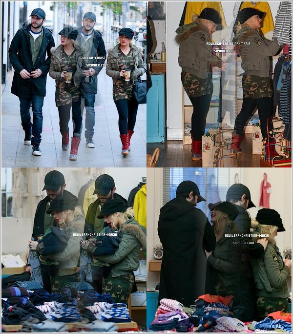 """Christina et Matt faisant des achats dans un magasin de vetements pour enfant """"Lost and Found"""" à Hollywood  Pour ma part, coté tenue s'est un FLOP, et vous ?"""