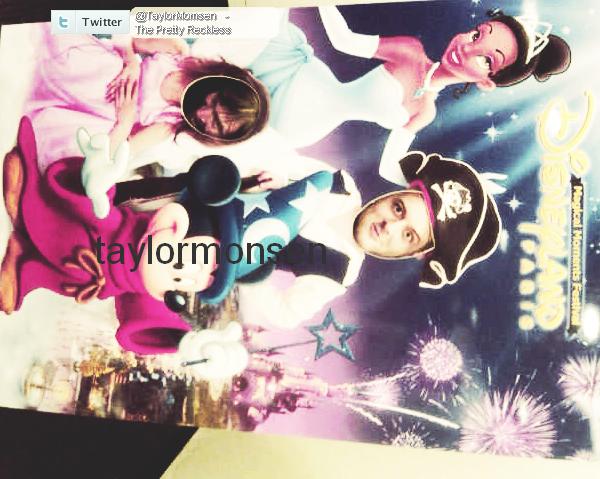 - Dimanche : Taylor Momsen a poster une nouvelle photo du groupe via Twitter .  -