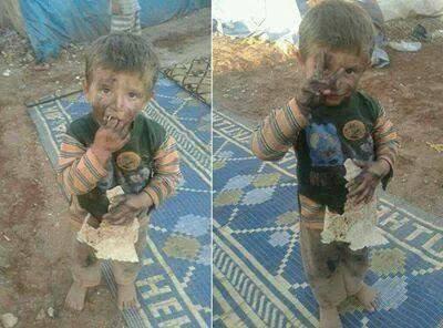 Un petit SYRIEN du camp Yarmouq meurs tellement de faim qu'il mange du papier..
