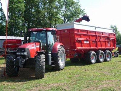 tracteur case et sa remorque mega agri250