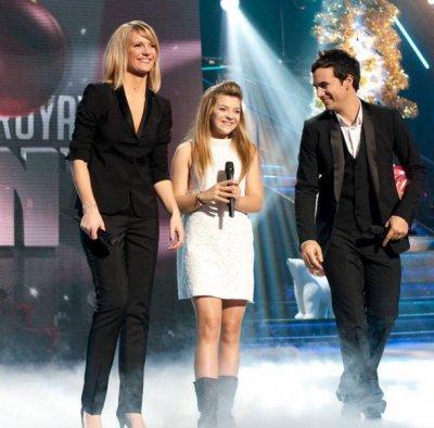 Caroline-Costa-Source-On , vous souhaites de Joyeuses fêtes et une excellente année 2012 !