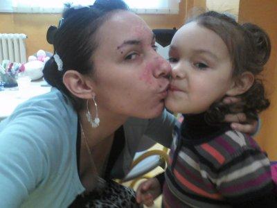 moi et ma fille ke jaime tres fort maman pense a toi tres fort et plus ke tt au  monde je taime signer maman