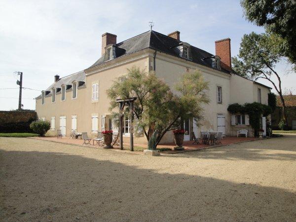 BAZOUGES sur le Loir (72200), aujourd'hui, devenu propriété privée et restauré forcément par les nouveaux propriétaires.