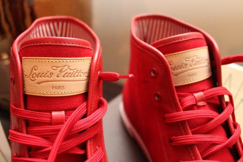 Tous ces jeunes obsédés par les marques.. Dans quel monde Vuitton ?