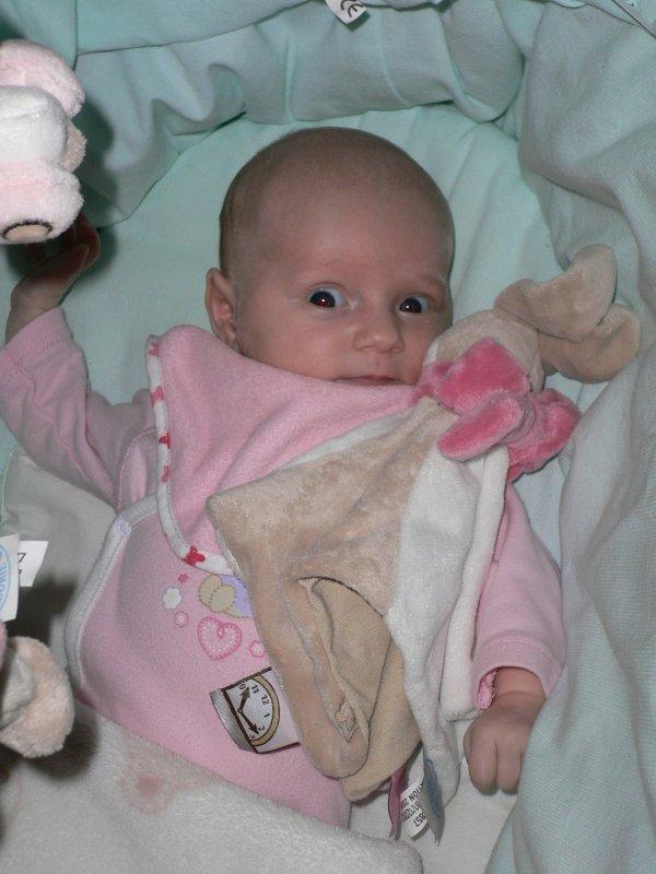 Ma poupée qui fait les grand yeux.