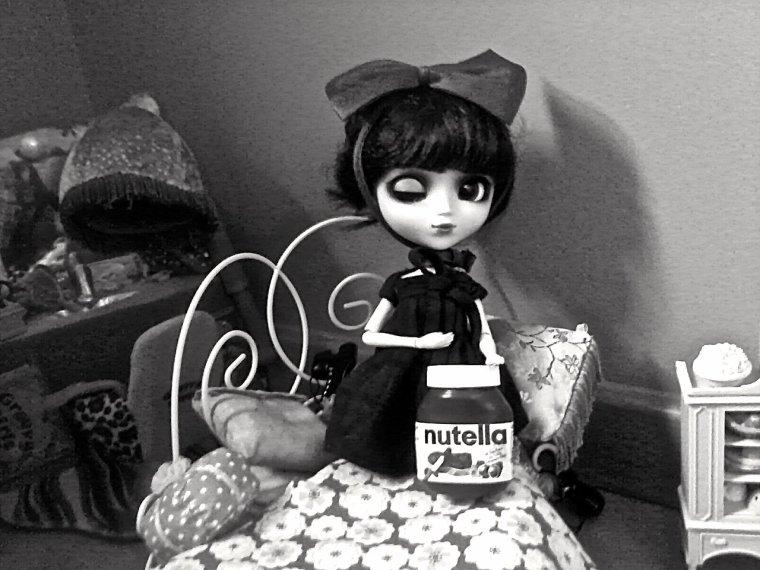 Jade aussi kiffe le NUTELLA...