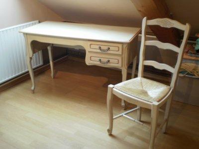 Retaper un bureau bois rénover une table d école à réutiliser en