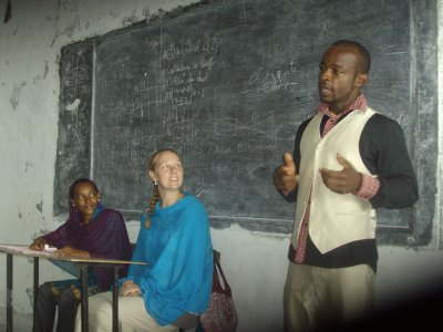 Charzad Hassani dispense des cours d'anglais à Tsinimoichongo