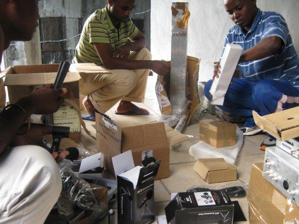 Remise des équipements Radio aux responsables de la R F T
