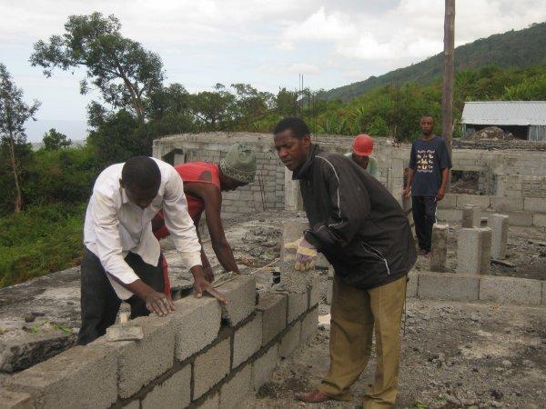 Collège : Les travaux de construction de deux salles de classe sont lancés
