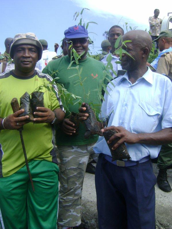 Reboisement : L'Armée Comorienne à Tsinimoichongo.