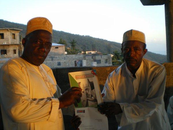 Des manuels d'histoire pour le collège de Tsinimoichongo