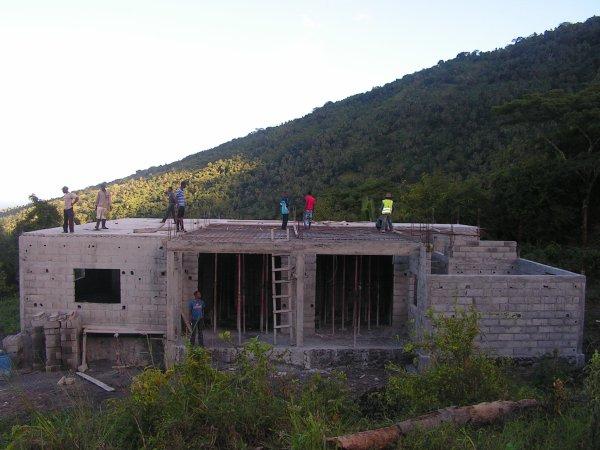 Construction Poste de santé à Tsinimoichongo : les travaux vont bon train