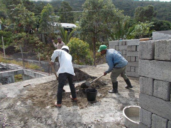 Tsinimoichongo : La Fat construit deux salles de classe au Collège