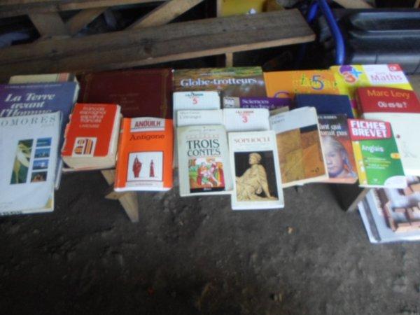 Nafissa Mzé offre de livres aux établissements scolaire de Tsinimoichongo