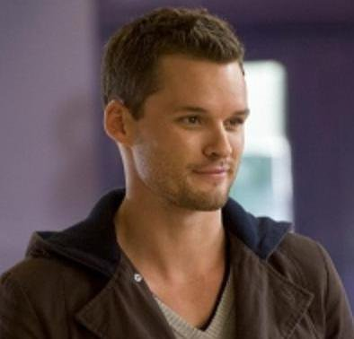 Presentation de Austin Nichols as Julian Beker.