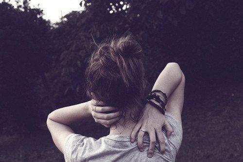Les jours sans toi s'écoulent comme une blessure se vide de son sang jusqu'à ce que le temps ne soit plus qu'un énième obstacle que nous devons franchir.  - 17 Lunes -
