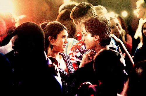 Elena, une nouvelle fois folle de jalousie