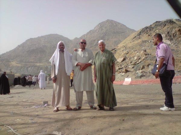 moi et el hadj benaissa et el hadj el miloud accotée de djale annoure