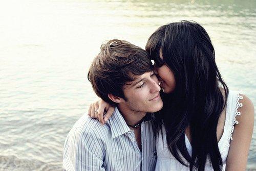 Tu sais... il se peut que je t'aime et que tu me manques énormément. Il se peut que chaque jour je sors de chez moi la peur au ventre. J'angoisse. J'angoisse qu'un beau jour on m'appelle pour me dire que tu n'es plus là, que tu ne reviendras jamais. Si tu savais comme j'ai peur. J'ai peur de te perdre et d'être seule, sans toi. Que je ne puisse plus jamais te dire que je t'aime. Que je ne puisse plus jamais aimer. Que je ne puisse plus jamais t'aimer, toi. Alors oui, il se peut que je crève. Que je crève de toi.
