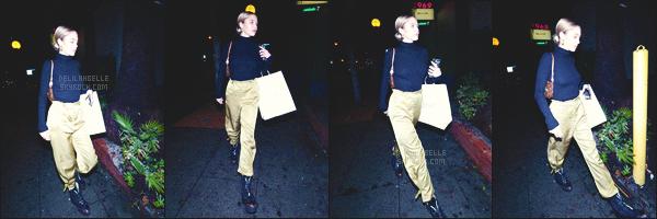 '- '-◊-06/03/19-' : Delilah Belle sortait du « Delilah NightClub  » qui se situe dans West Hollywood à Los Angeles! Miss Delilah B. n'a donc pas vraiment posé et les photographies se sont faites rares mais j'aime beaucoup sa tenue à laquelle je met un top. - Des avis ?-