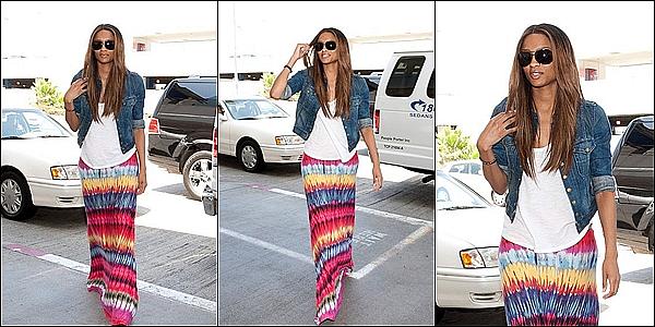 -[/align=center] 08/07/11 : Ciara H. sortant de la boite de nuit Boa Steakhouse dans Los Angeles en Californie. -[/align=center]