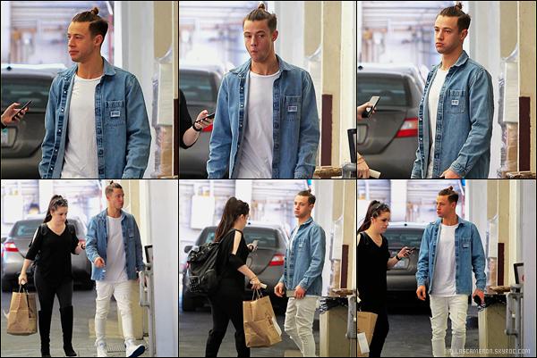 .  14/02/17 ― Cameron a été aperçu se promenant un avec une amie un sac à la main dans Los Angeles.Simple tenue de la part de Cam' j'aime beaucoup, par contre paye ta coiffure quoi. Je lui donne quand même un Top!.